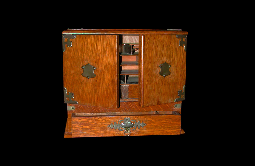English XIX Small Oak Cabinet